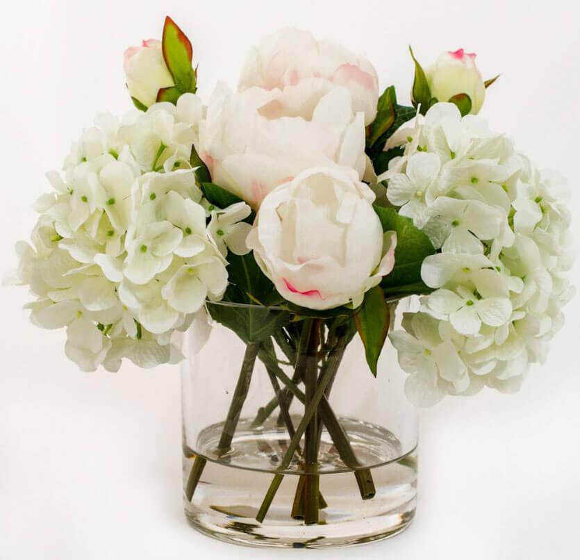 Искусственные цветы в квартире